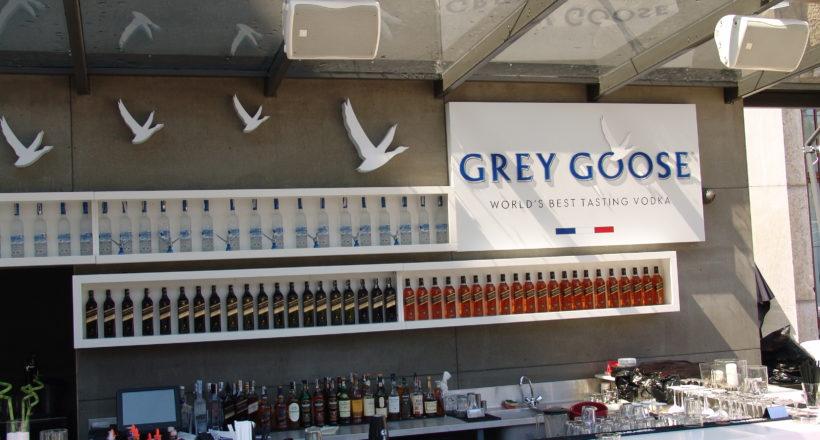 Рекламен надпис Grey Goose