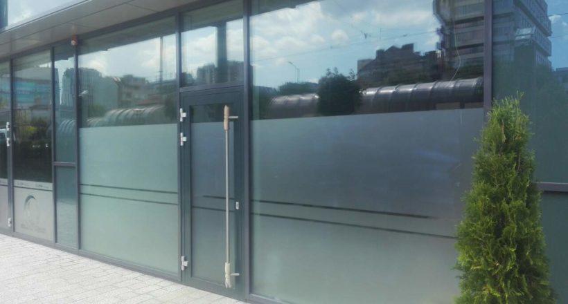 Брандиране витрина Офис